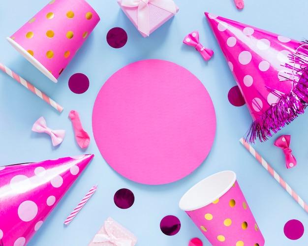 Bovenaanzicht roze feestdecoraties