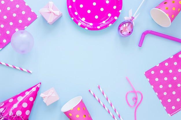 Bovenaanzicht roze feestornamenten