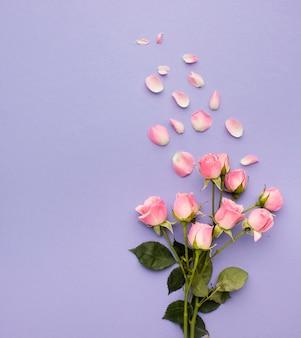 Bovenaanzicht rozen boeket