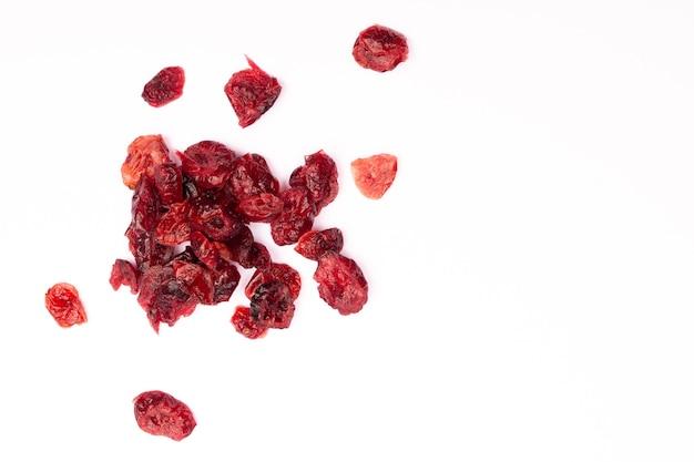 Bovenaanzicht samenstelling van gezonde biologische gedroogde rode veenbessen