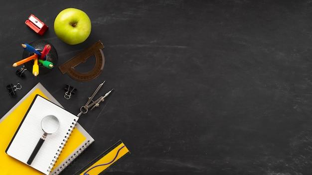 Bovenaanzicht samenstelling van onderwijsdagelementen met kopie ruimte