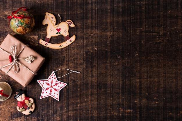 Bovenaanzicht schattig verpakt geschenken met kopie ruimte