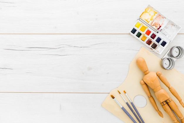 Bovenaanzicht schilderen leveringen met kopie ruimte