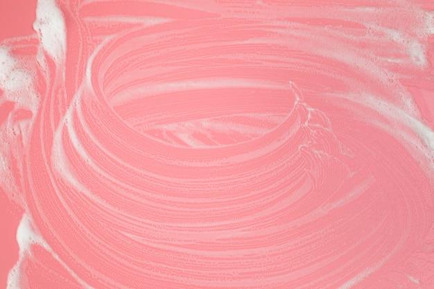 Bovenaanzicht schuim op roze achtergrond