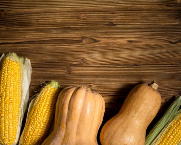 Bovenaanzicht seizoensgebonden groenten samenstelling met kopie ruimte