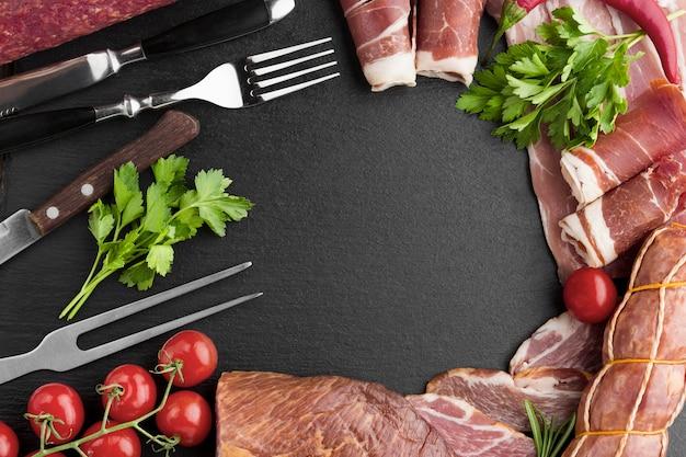 Bovenaanzicht selectie van heerlijke varkensvlees