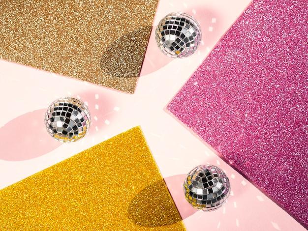 Bovenaanzicht set van disco ballen concept