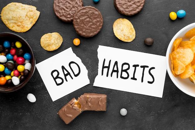 Bovenaanzicht slechte gewoonte met snacks