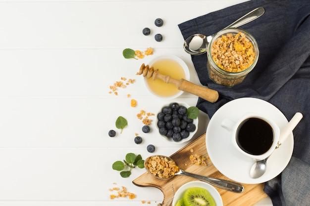 Bovenaanzicht smakelijk ontbijt