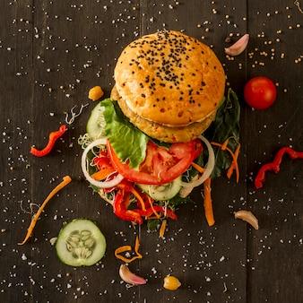 Bovenaanzicht smakelijke hamburger