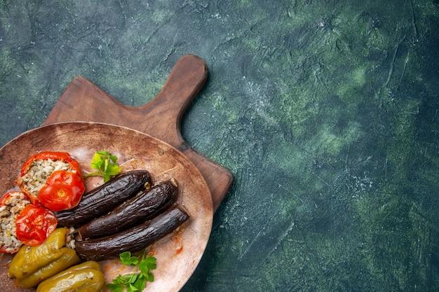 Bovenaanzicht smakelijke plantaardige dolma, voedsel schotel olie koken keuken maaltijd kleur diner