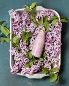 Bovenaanzicht smoothie op hyacint
