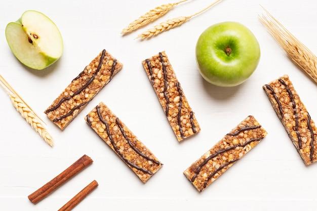 Bovenaanzicht snacks arrangement