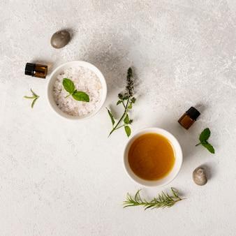 Bovenaanzicht spa concept met zouten en stenen