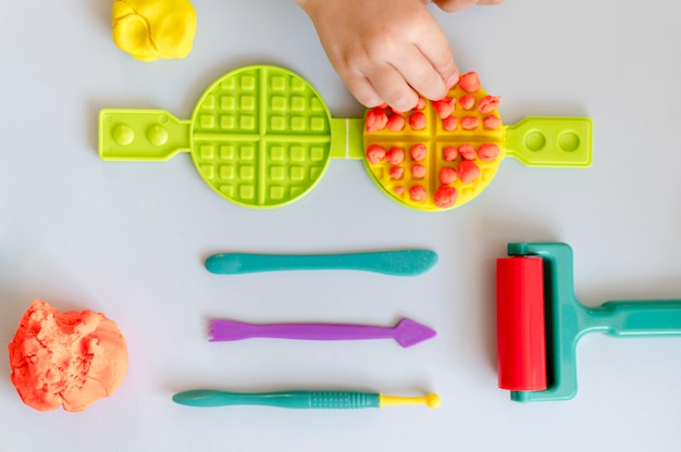 Bovenaanzicht speelgoed arrangement