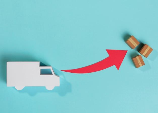 Bovenaanzicht speelgoed vrachtwagen en dozen arrangement