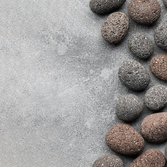 Bovenaanzicht stenen collectie met kopie ruimte