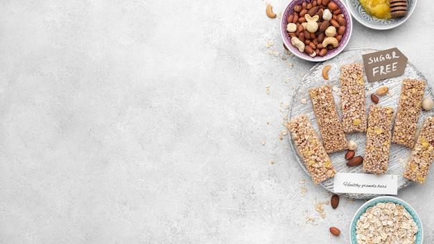 Bovenaanzicht suikervrije snackbars arrangement