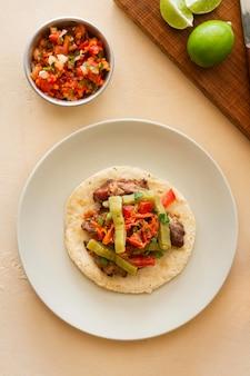 Bovenaanzicht taco arrangement op plaat