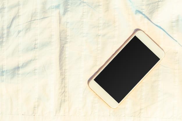 Bovenaanzicht telefoon sjabloon met zwart scherm