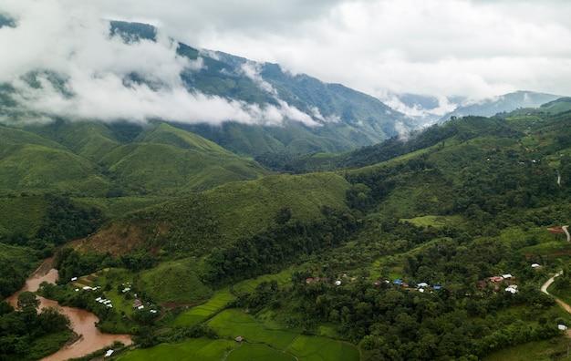 Bovenaanzicht terrasvormige rijstveld in mae cham chiangmai noord-thailand
