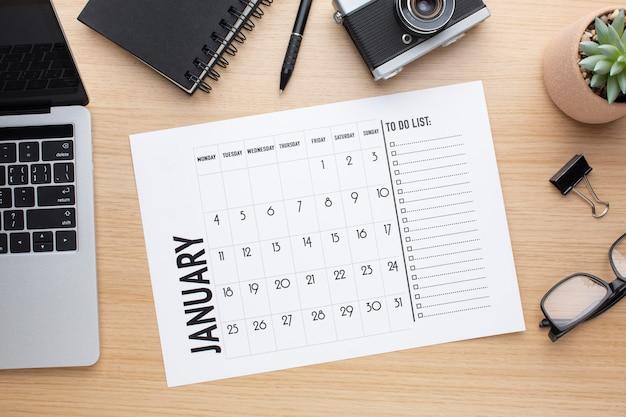 Bovenaanzicht tijdorganisatieconcept met lijst