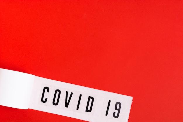 Bovenaanzicht toiletpapier met covid 19