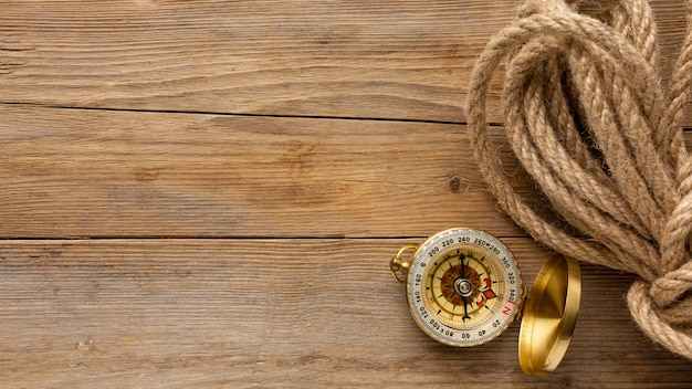 Bovenaanzicht touw en kompas frame
