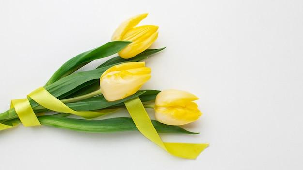 Bovenaanzicht tulpen bloemen boeket