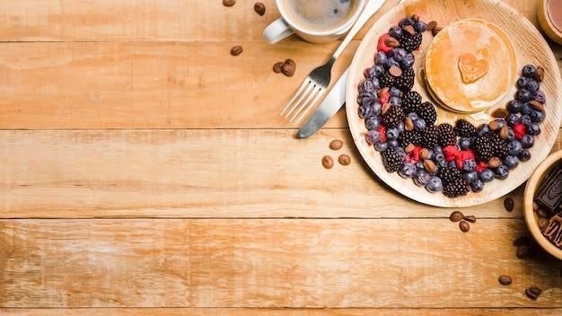 Bovenaanzicht vaderdag dessert met pannenkoeken