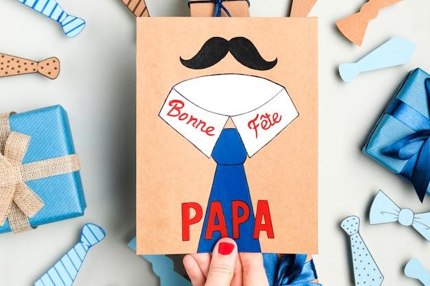 Bovenaanzicht vaderdag tekenen en geschenken