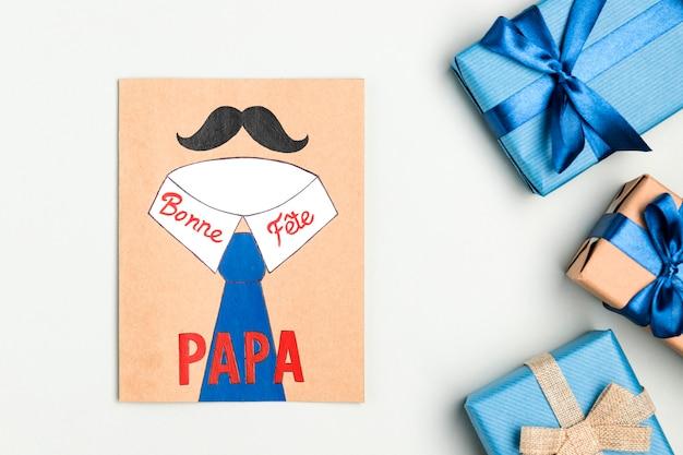 Bovenaanzicht vaderdag tekenen met cadeautjes