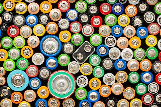 Bovenaanzicht van afval van batterijvervuiling