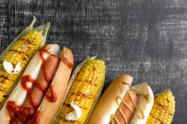 Bovenaanzicht van amerikaans eten met kopie ruimte