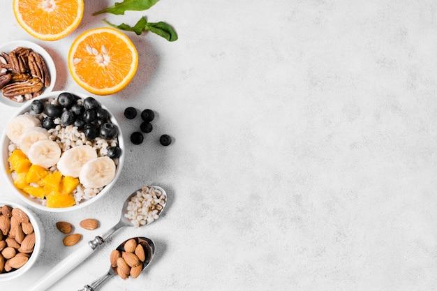 Bovenaanzicht van assortiment van biologisch fruit