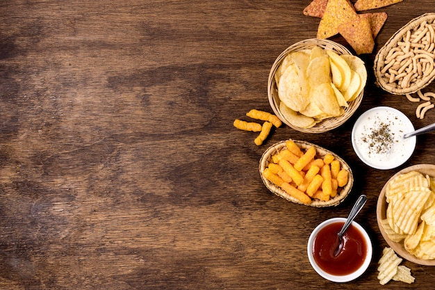 Bovenaanzicht van assortiment van chips met kopieertempo
