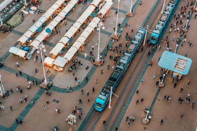 Bovenaanzicht van ban jelacic square in zagreb, kroatië