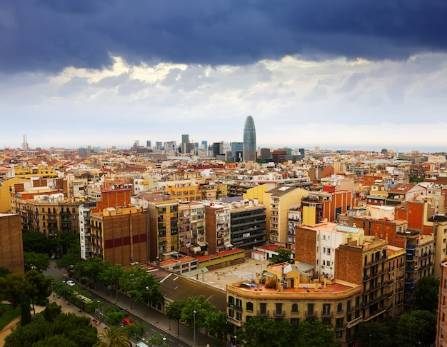 Bovenaanzicht van barcelona vanaf de sagrada familia