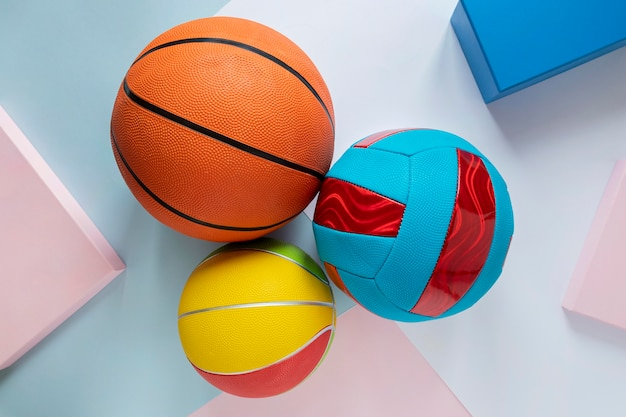 Bovenaanzicht van basketballen met voetbal