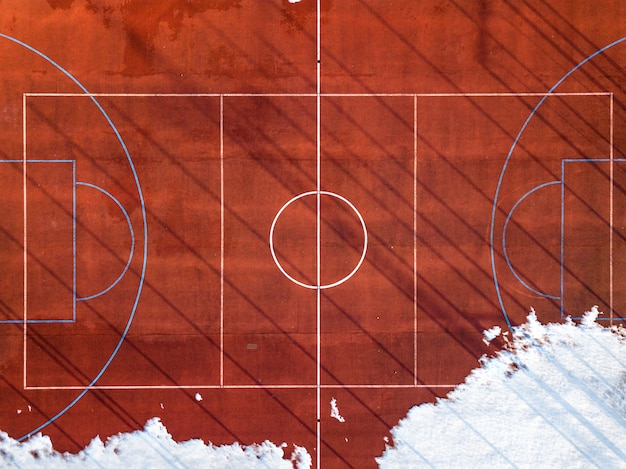 Bovenaanzicht van basketbalveld veld