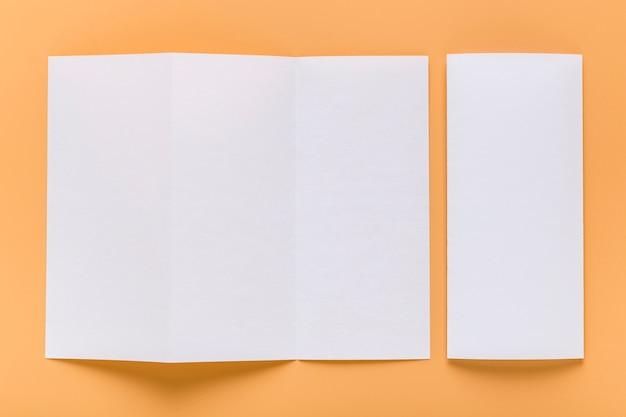 Bovenaanzicht van blanco menu papier