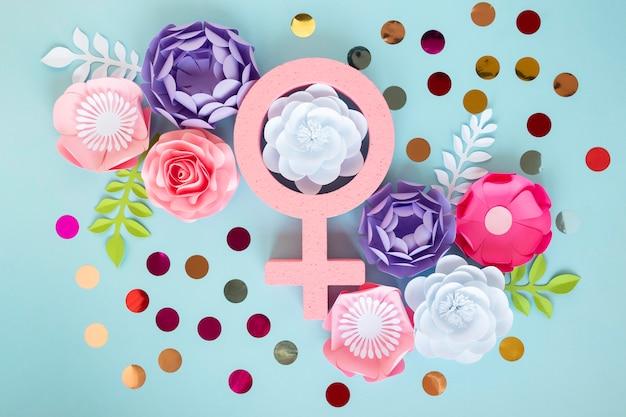 Bovenaanzicht van bloemen met vrouwelijk symbool voor vrouwendag
