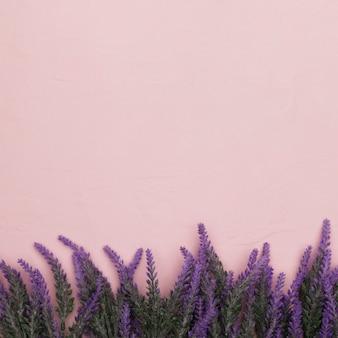 Bovenaanzicht van bloemen voor moederdag met kopie ruimte