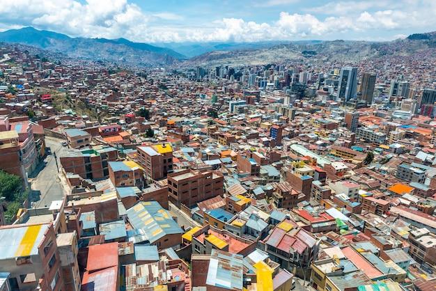 Bovenaanzicht van boliviaanse buitenwijken