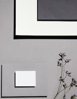 Bovenaanzicht van briefpapier met planten