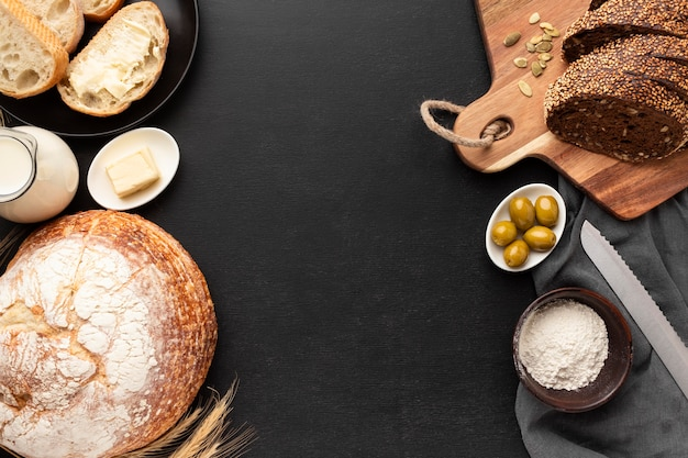 Bovenaanzicht van brood concep met kopie ruimte