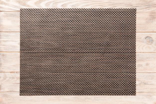 Bovenaanzicht van bruin placemat voor een gerecht