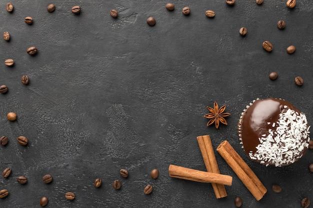 Bovenaanzicht van chocoladedessert met kopie ruimte