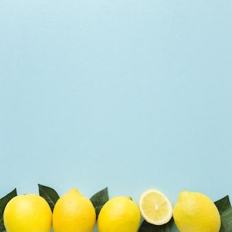 Bovenaanzicht van citroenen met kopie ruimte