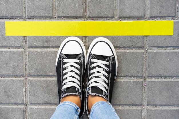 Bovenaanzicht van concept van sociale afstand